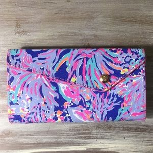 Lilly Pulitzer clutch wallet blue pink print